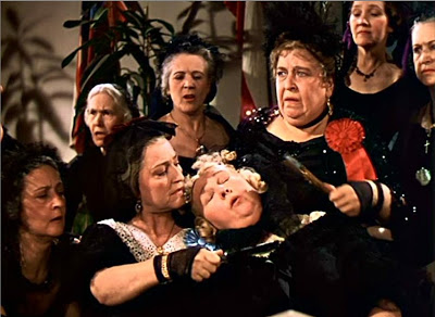 Aunt Pitty Pat faints in Gone with the Wind