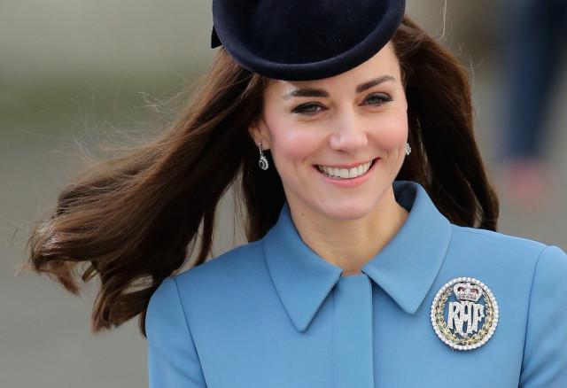 Kate-Middleton wearing brooch.