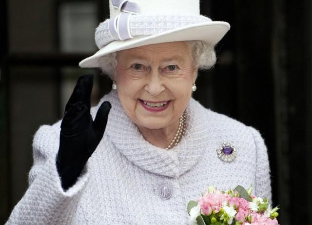 Queen Elizabeth with brooch