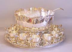 A proper punchbowl sets the tone for a perfectly pretty party. - leslieannetarabella.com
