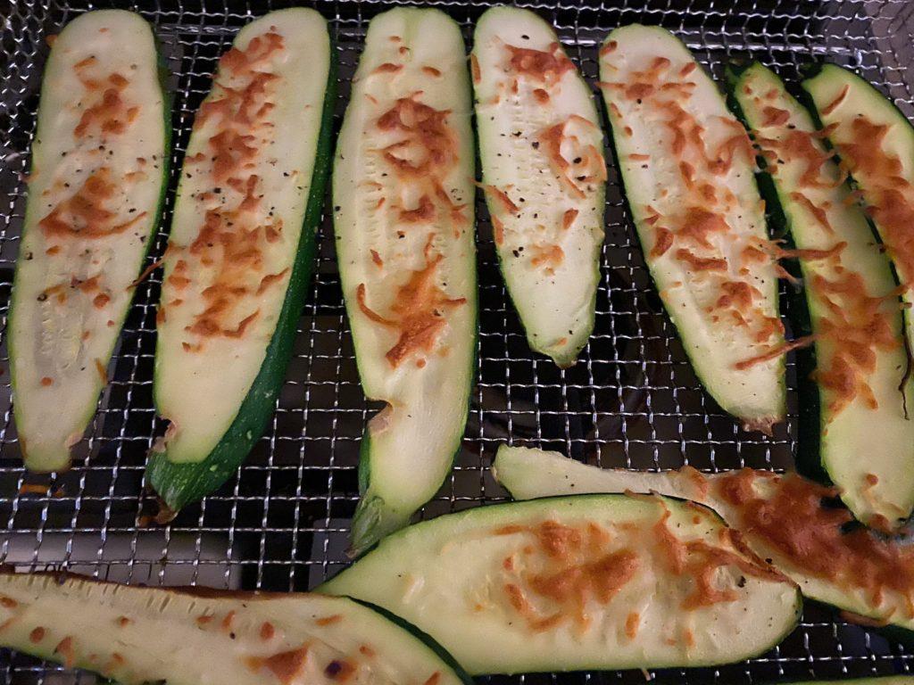Zucchini in the air fryer. Delicious recipe. leslieannetarabella.com